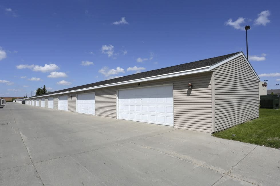 South Hampton Townhomes Grand Forks with Garage for Rent