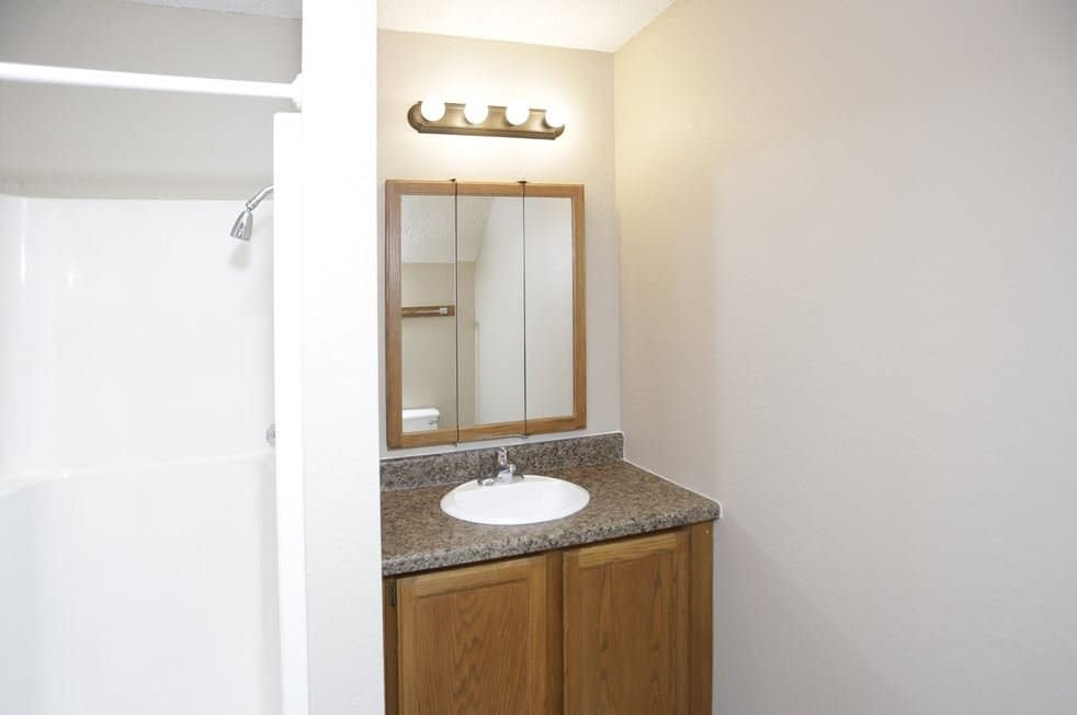 2 bedrooms Grand Forks Apartment