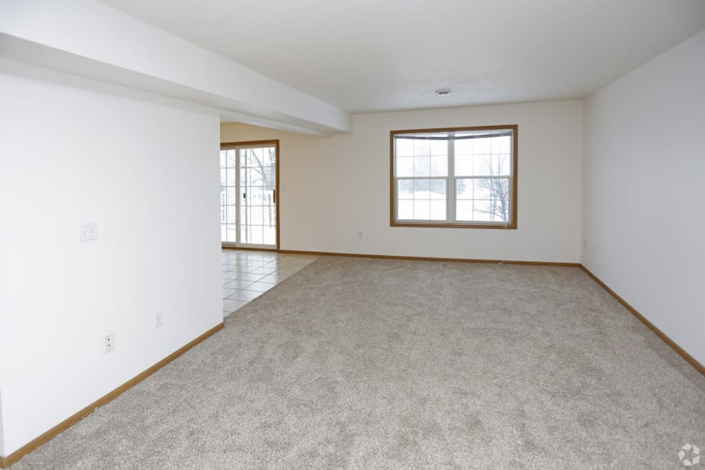 times-square-townhomes-grand-forks-nd-2-bedroom-wden-living-area