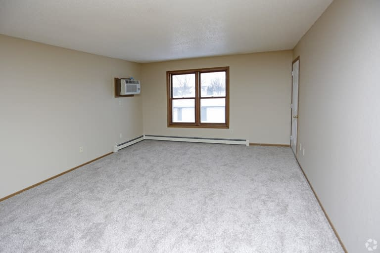 3carrington-court-townhouse-apartments-grand-forks-nd-one-bedroom-living-area