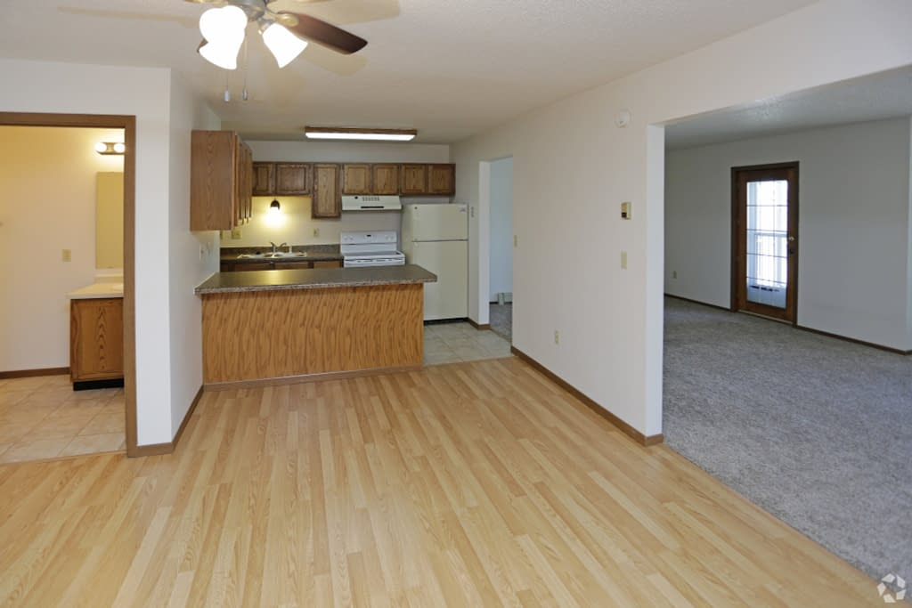 Carrington Court Townhome Apartments for rent in Grand Forks