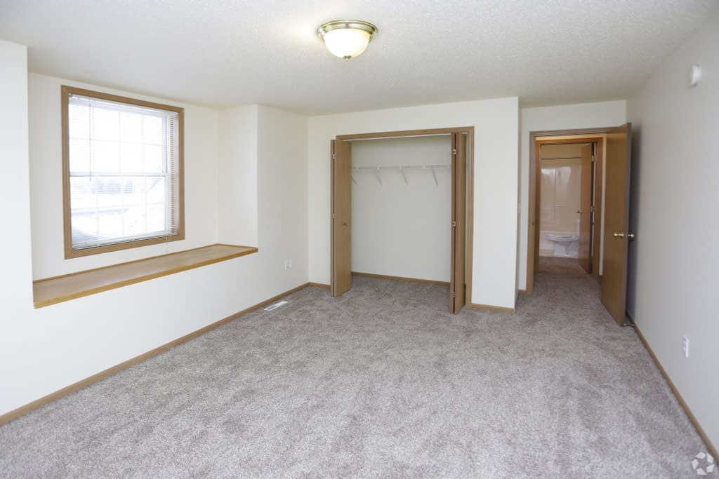 south-hampton-townhomes-grand-forks-nd-2-bedroom-2nd-bedroom