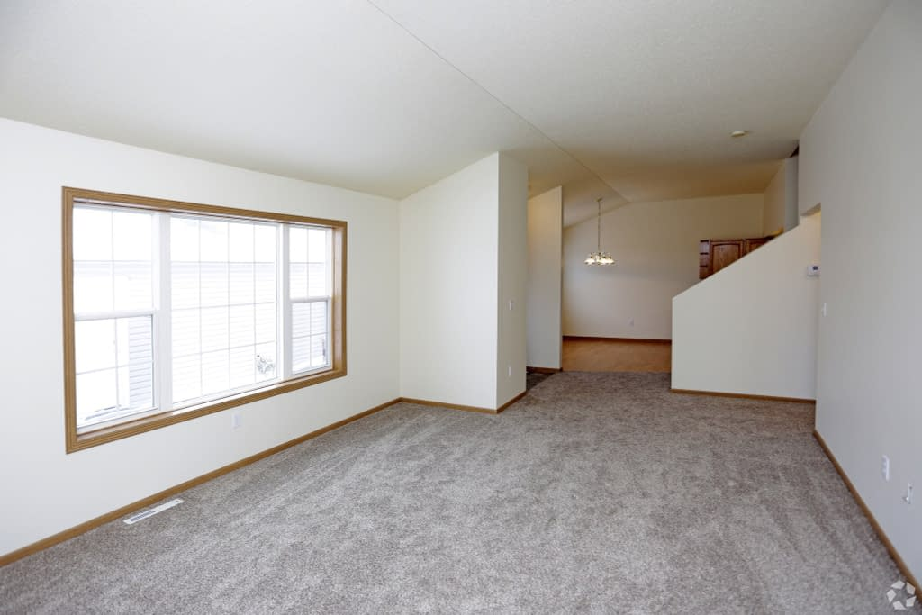10south-hampton-townhomes-grand-forks-nd-2-bedroom-living-area