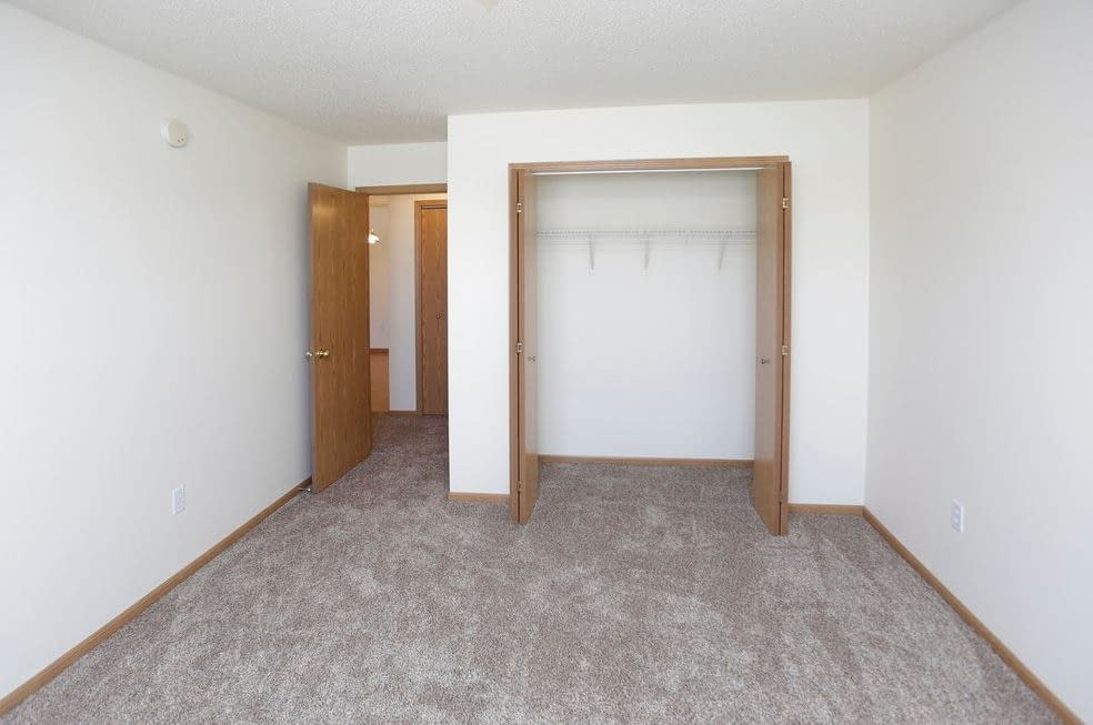 South Hampton Townhomes for Lease 2 bedroom, washer/dryer