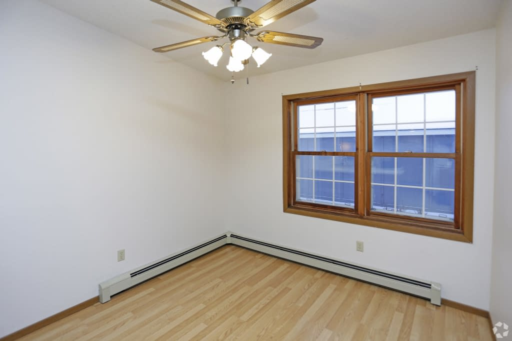 Carrington Court Apartments for Rent Grand Forks